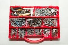 Diversos tornillos en caja de herramientas Foto de archivo