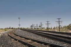 Diversos trilhos que atravessam um deserto nos EUA Fotos de Stock