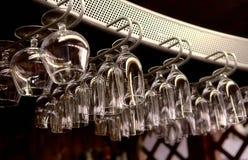Diversos vidrios en la barra Imagenes de archivo