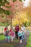 Divertendosi un giorno di autunno Fotografie Stock Libere da Diritti