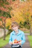 Divertendosi un giorno di autunno Fotografia Stock Libera da Diritti