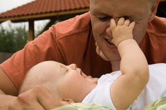 Divertimento com pai Foto de Stock Royalty Free