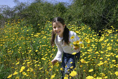 Divertimento con i fiori fotografia stock libera da diritti