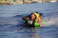 Divertimento con lo sport acquatico fotografie stock libere da diritti