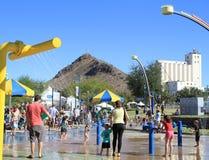 Divertimento da água em um campo de jogos das crianças Fotos de Stock Royalty Free