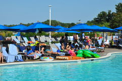 Divertimento del Poolside alla località di soggiorno della baia di Chesapeake di Hyatt Regency a Cambridge, Maryland Fotografie Stock