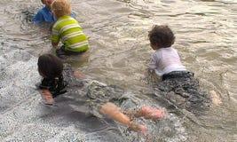 Divertimento dell'acqua per i bambini Fotografie Stock
