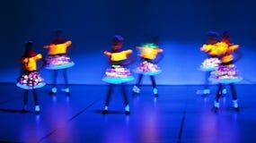 Divertimento dell'attivo dei bambini di ballo Fotografia Stock