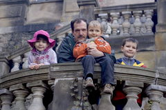 Divertimento della famiglia ad un castello Fotografia Stock Libera da Diritti