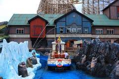Divertimento della famiglia di giro in barca nel paesaggio dell'Islanda fotografia stock