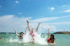 Divertimento della spiaggia Immagini Stock Libere da Diritti