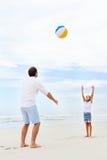 Divertimento della spiaggia della famiglia Fotografia Stock