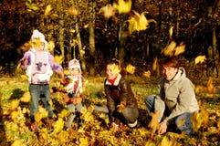 Divertimento di autunno della famiglia Fotografie Stock