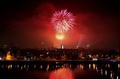 Divertimento di celebrazione di spettacolo di divertimento del fuoco d'artificio fotografia stock libera da diritti