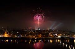 Divertimento di celebrazione di spettacolo di divertimento del fuoco d'artificio, nuovi anni di celebrazione immagini stock