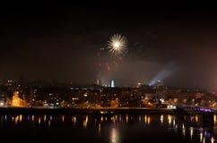 Divertimento di celebrazione di spettacolo di divertimento del fuoco d'artificio, nuovi anni di celebrazione fotografia stock libera da diritti