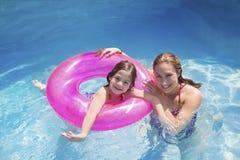 Divertimento di estate nella piscina Fotografia Stock Libera da Diritti