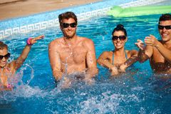 Divertimento di estate nella piscina Immagini Stock Libere da Diritti