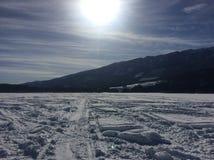 Divertimento di inverno nelle montagne immagini stock libere da diritti