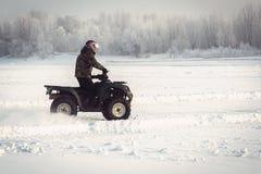 Divertimento di inverno sul ATV immagine stock libera da diritti