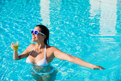 Divertimento di vacanze estive allo stagno della località di soggiorno Fotografia Stock