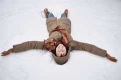 Divertimento do inverno - anjo da neve Foto de Stock Royalty Free