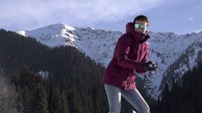 Divertimento do inverno na natureza vídeos de arquivo