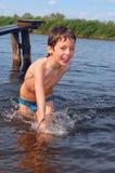 Divertimento do verão na água fotos de stock royalty free