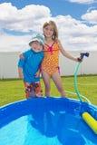 Divertimento do verão no pátio traseiro Imagens de Stock Royalty Free