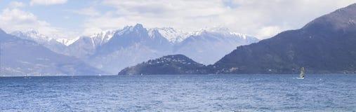 Divertimento do Windsurfer em um dia de Breva Fotos de Stock Royalty Free