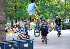 Divertimento dos cavaleiros da bicicleta Fotografia de Stock Royalty Free