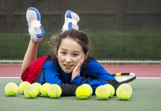 Divertimento exterior do tênis para a menina Foto de Stock Royalty Free
