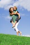 Divertimento felice della famiglia di a due vie fotografie stock libere da diritti