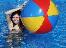 Divertimento na piscina fotos de stock