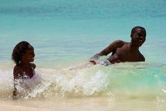 Divertimento nel mare, Barbados Immagine Stock