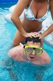 Divertimento nella piscina Fotografia Stock