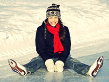 Divertimento pattinare di ghiaccio all'aperto Fotografia Stock Libera da Diritti