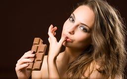 Divertimento sensuale del cioccolato. Fotografie Stock Libere da Diritti