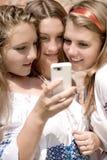 Divertimento teenager mobile Immagini Stock