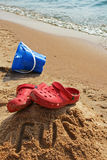 DIVERTIMENTO vertical na praia imagens de stock royalty free