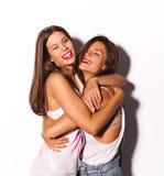 Divertiresi grazioso di due amiche Fotografie Stock