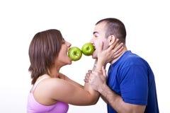 Divertirse con las manzanas Foto de archivo