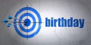 Divertissement, concept : cible et anniversaire sur le fond de mur Images libres de droits