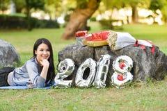 Diviértase el Año Nuevo 2018 de la caja de regalo de la aptitud de la señora mujer Imágenes de archivo libres de regalías
