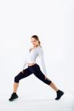 Diviértase a la mujer de la aptitud, muchacha sana joven que hace ejercicios Foto de archivo