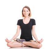 Diviértase a la mujer joven de la yoga que hace el ejercicio aislado en blanco Fotografía de archivo