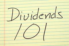 Dividenden 101 auf einem gelben Kanzleibogenblock stockfotografie