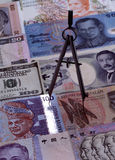 Divider na obcych walut notatkach Obrazy Royalty Free