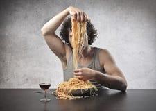 Dividindo o espaguete Fotos de Stock Royalty Free