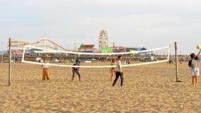 Divirti?ndose en Santa Monica Beach - LOS ANGELES, los E.E.U.U. - 29 DE MARZO DE 2019 almacen de metraje de vídeo